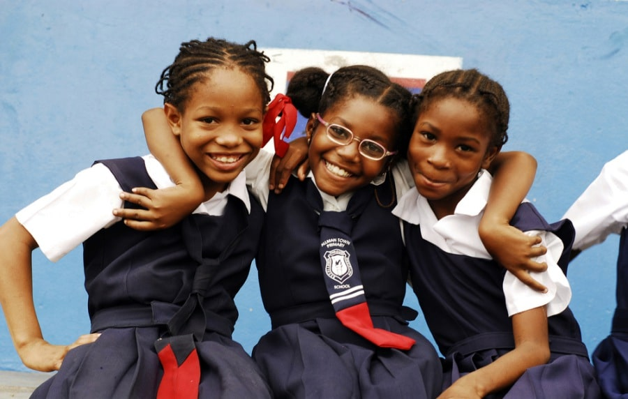 Wyjazdy firmowe na Jamajkę, wizyta w szkole.